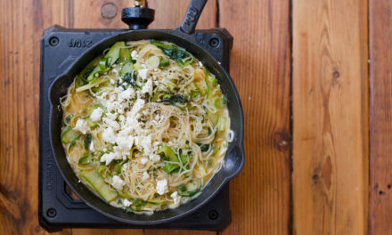 How to make one-pan spinach, courgette and feta pasta