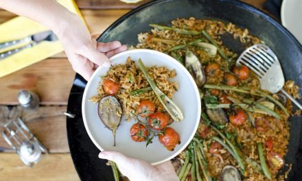 How to make vegetable and chorizo paella on the skottel braai