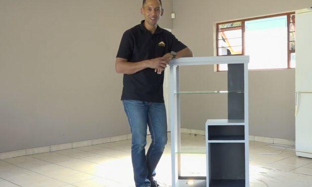 How to transform an old desk into a modern shelf